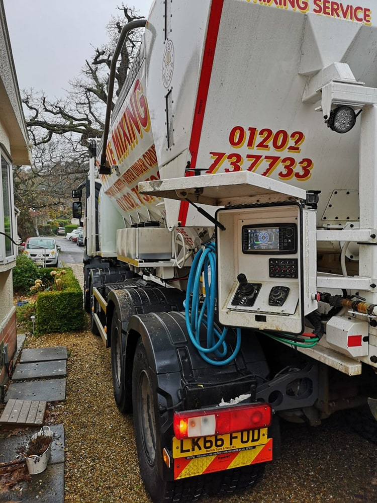 Free-flowing screed services